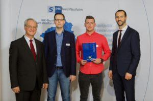 Europass Übergabe (v.l.): Werner Jostmeier, Benjamin Linke (IBK Ausbilder), Marcel Reinisch, Carsten Taudt (IHK Nord Westfalen)